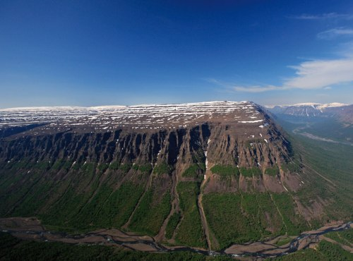 Siberian flood-basalt flows in Putorana, Taymyr Peninsula. (Credit: Paul Wignall; Nature http://www.nature.com/nature/journal/v477/n7364/fig_tab/477285a_F1.html)