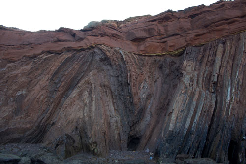 Angular unconformity on the coast of Portugal at Telheiro Beach (credit: Gabriela Bruno)